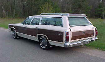 70 Ford Country Squire StaWgn LtR ws.jpg (31088 bytes)