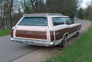 70 Ford Country Squire StaWgn RtR ws.jpg (32305 bytes)
